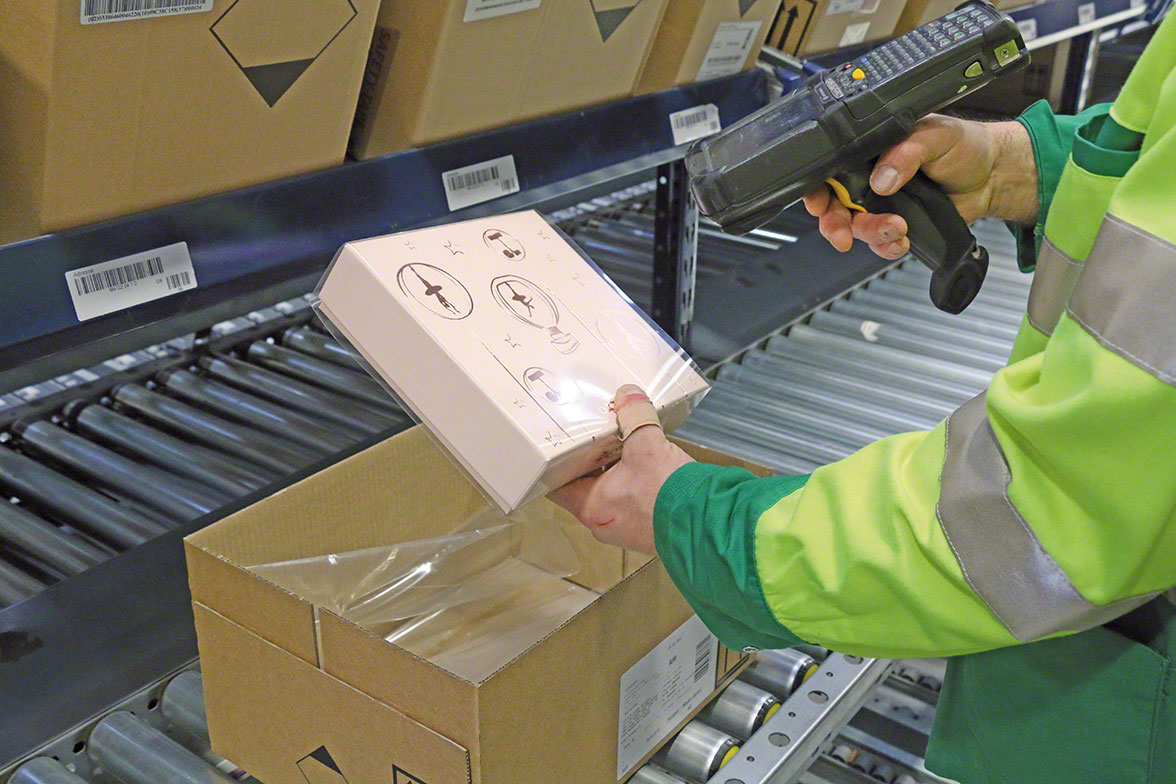 Operator retrieves item using a radiofrequency device connected to the picking software.