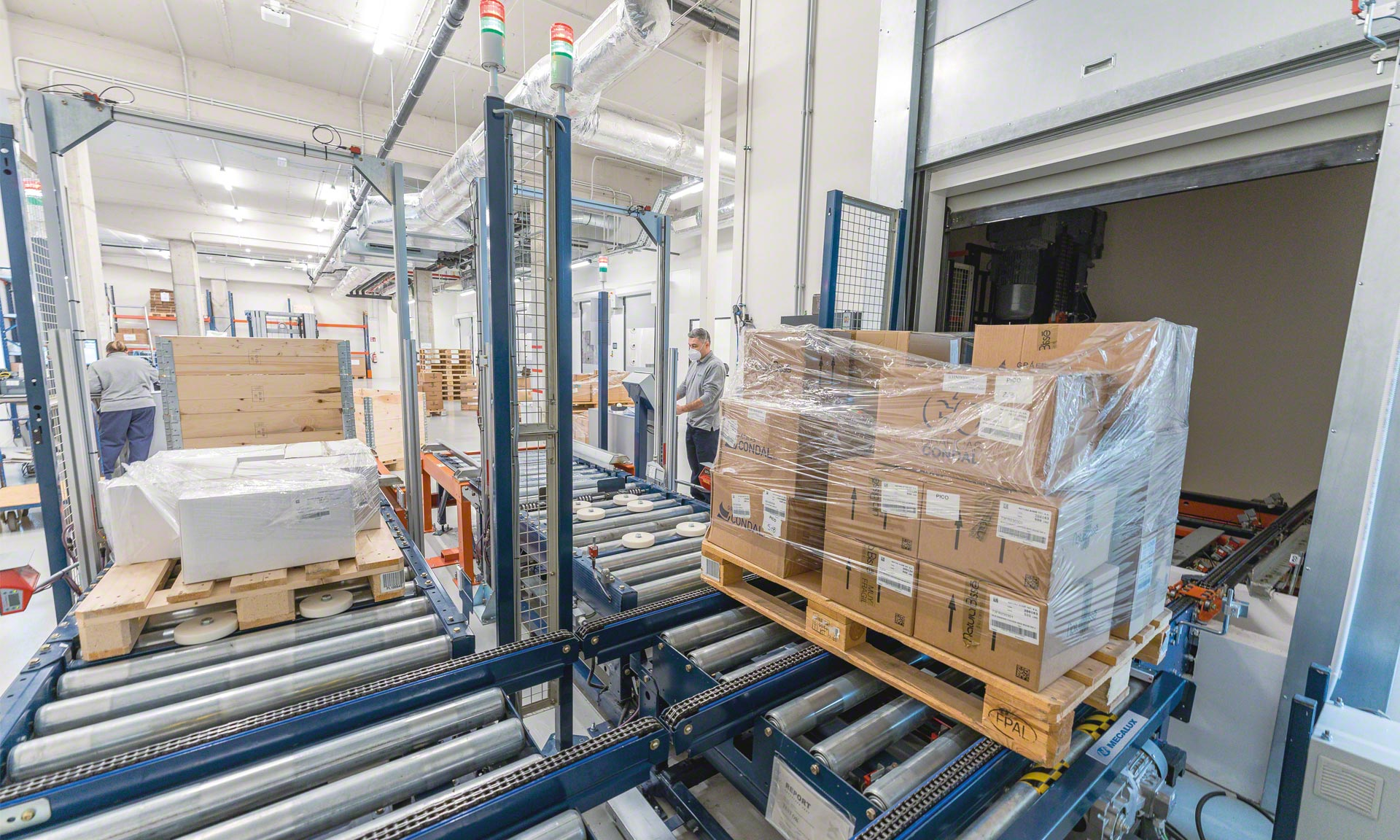 The automated facility manages Natura Bissé's cosmetics products