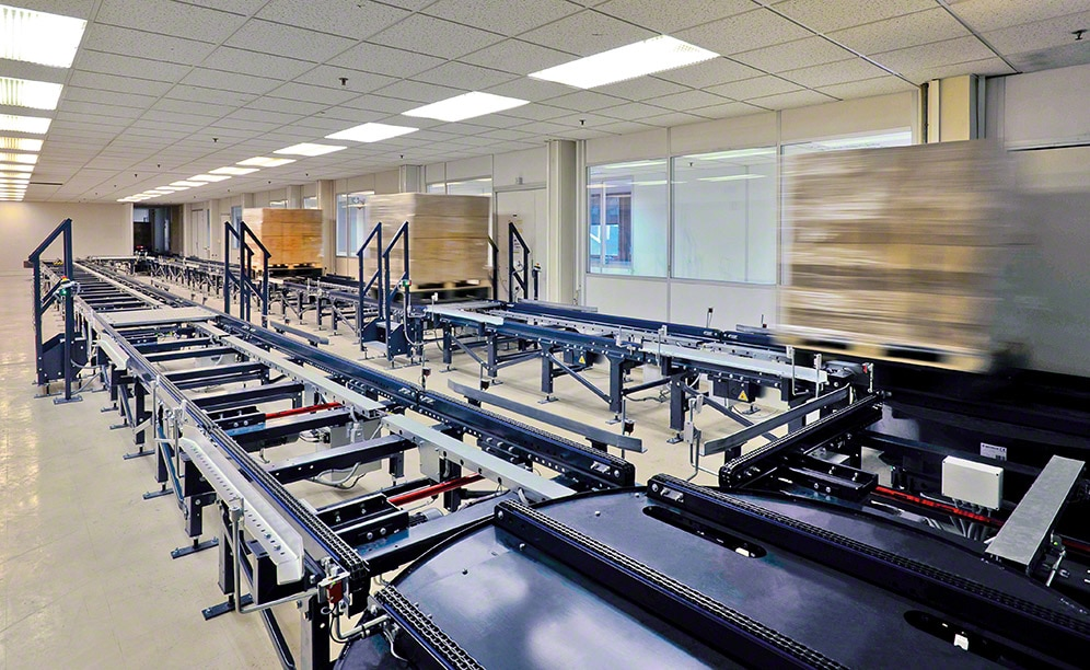 Automatic conveyor that connect to the production centre