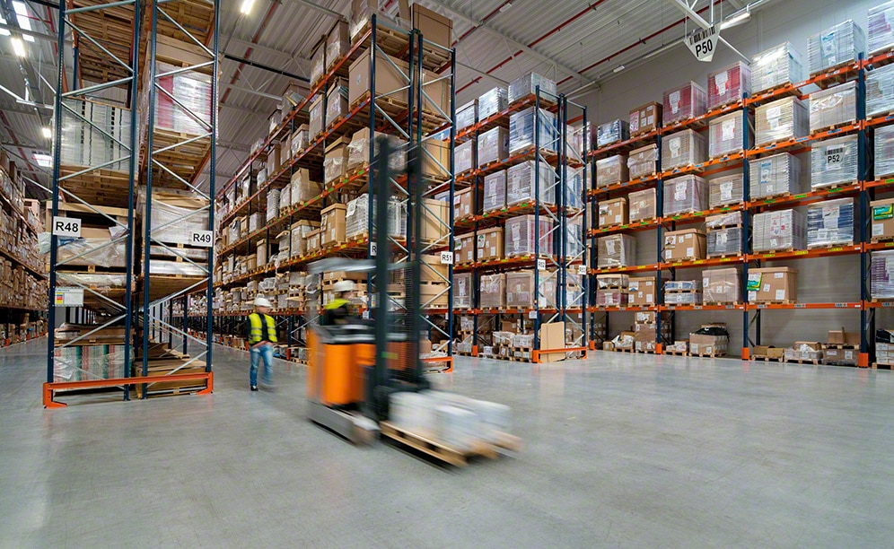 KMC-Services has equipped two warehouses in its logistics centre in Poland with a pallet rack system by Mecalux