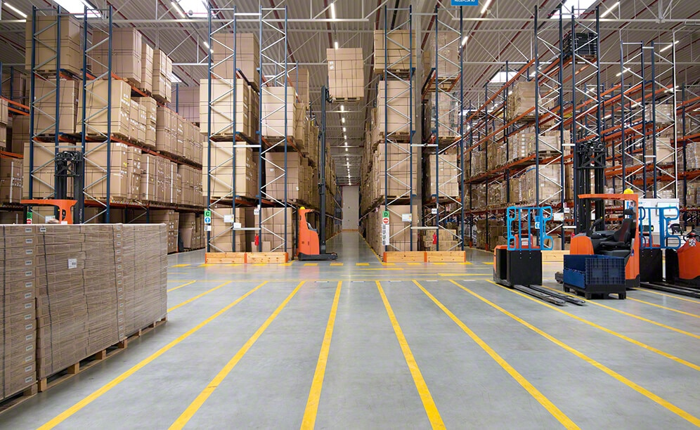 Decathlon warehouse in Poland with pallet racks and picking shelves
