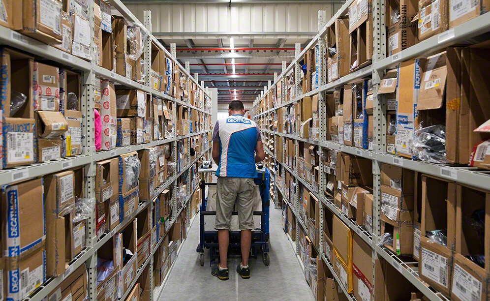 The direct access to the products speeds up Decathlon's order picking