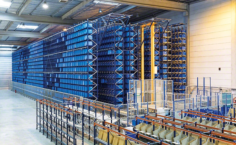 The automated warehouse for boxes comprises three aisles with double-depth racks on both sides that measure 43 m long, 9 m high and have 15 levels