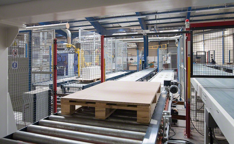 Mecalux has installed a high-tech conveyor circuit in the production centre of Euréquip
