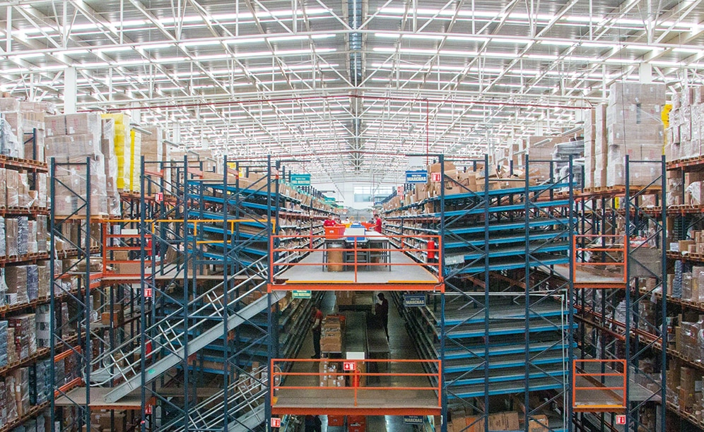 Mecalux supplied and installed a warehouse whose central core comprises two, three-storey picking blocks where order prep takes place