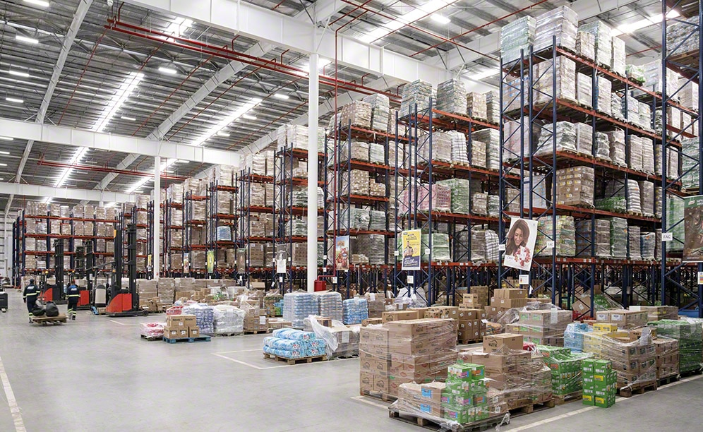 Mecalux has equipped the new Unilever distribution centre in Uruguay with both single and double-deep pallet racks