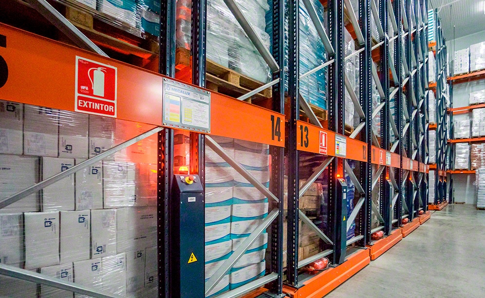Mecalux has equipped the three frozen storage chambers of Frío Valencia with Movirack mobile pallet racking