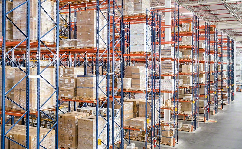 A huge variety of palletised products stored in pallet racks at Magazine Luiza