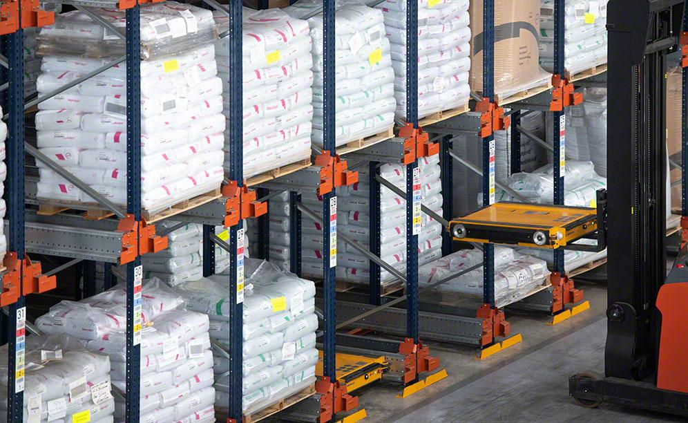 Semi-automatic Pallet Shuttle system in the WISAG warehouse