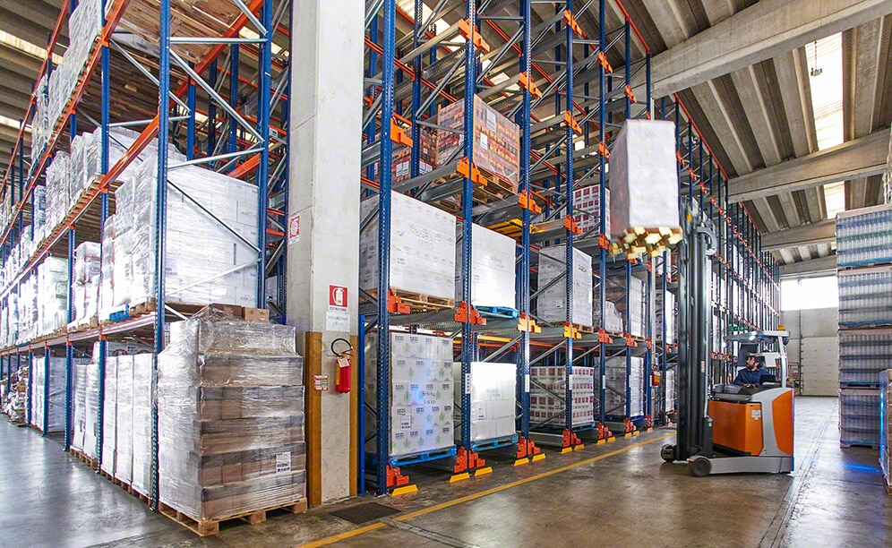 Semi-automatic Pallet Shuttle at the Genta warehouse in Italy