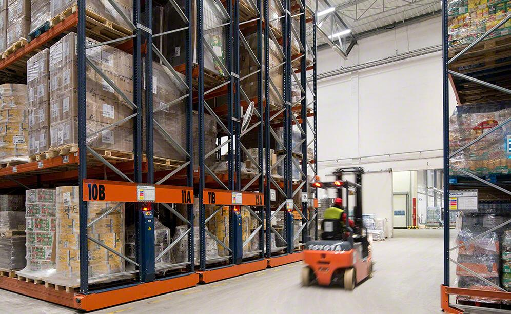 Soft drinks warehouse of Refresco with Movirack mobile pallet racking
