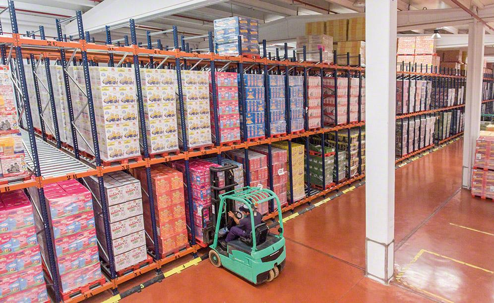 Mecalux has equipped the distribution centre Tosfrit owns in the town of Manzanares (Ciudad Real) with live pallet racking that can store 1,350 pallets