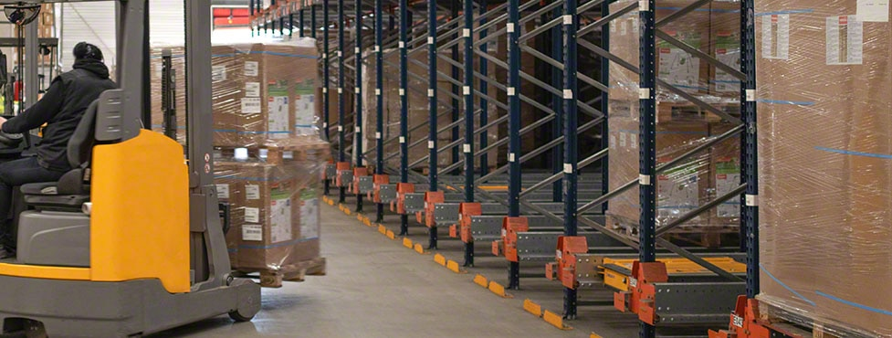 Trigano Jardin's warehouse in France with the Pallet Shuttle system by Mecalux