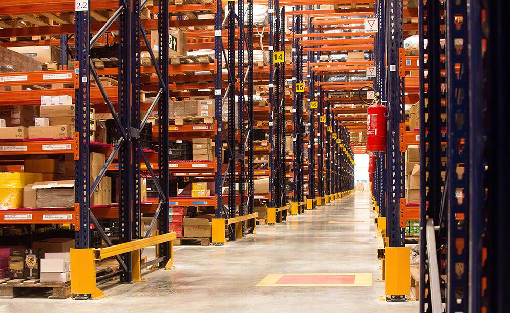 The new warehouse has a capacity for 35,144 pallets and 21,280 boxes