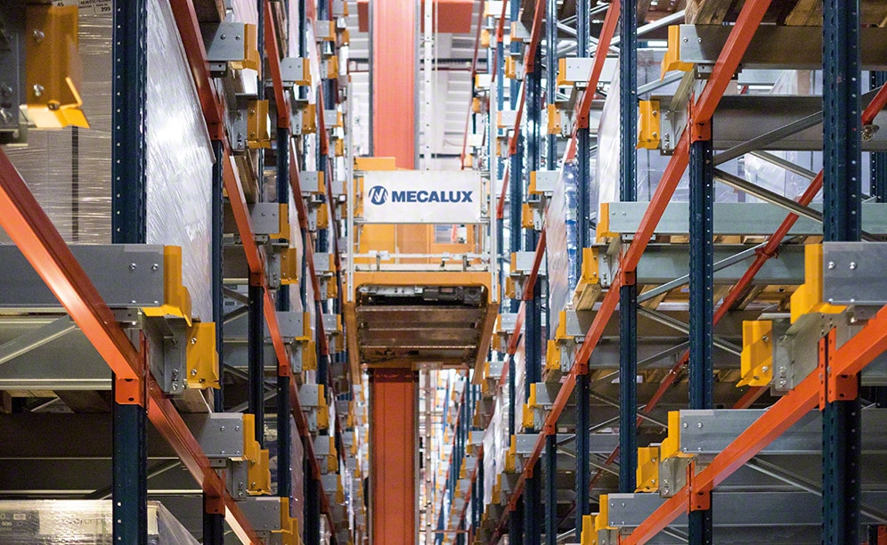 A robotised warehouse means high productivity at Clairefontaine in France