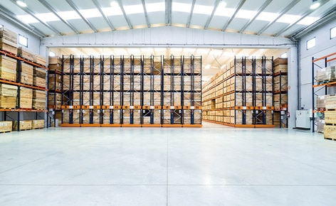 Two storage systems achieve maximum use of space, optimal organisation and turnover of the canned goods at Connorsa
