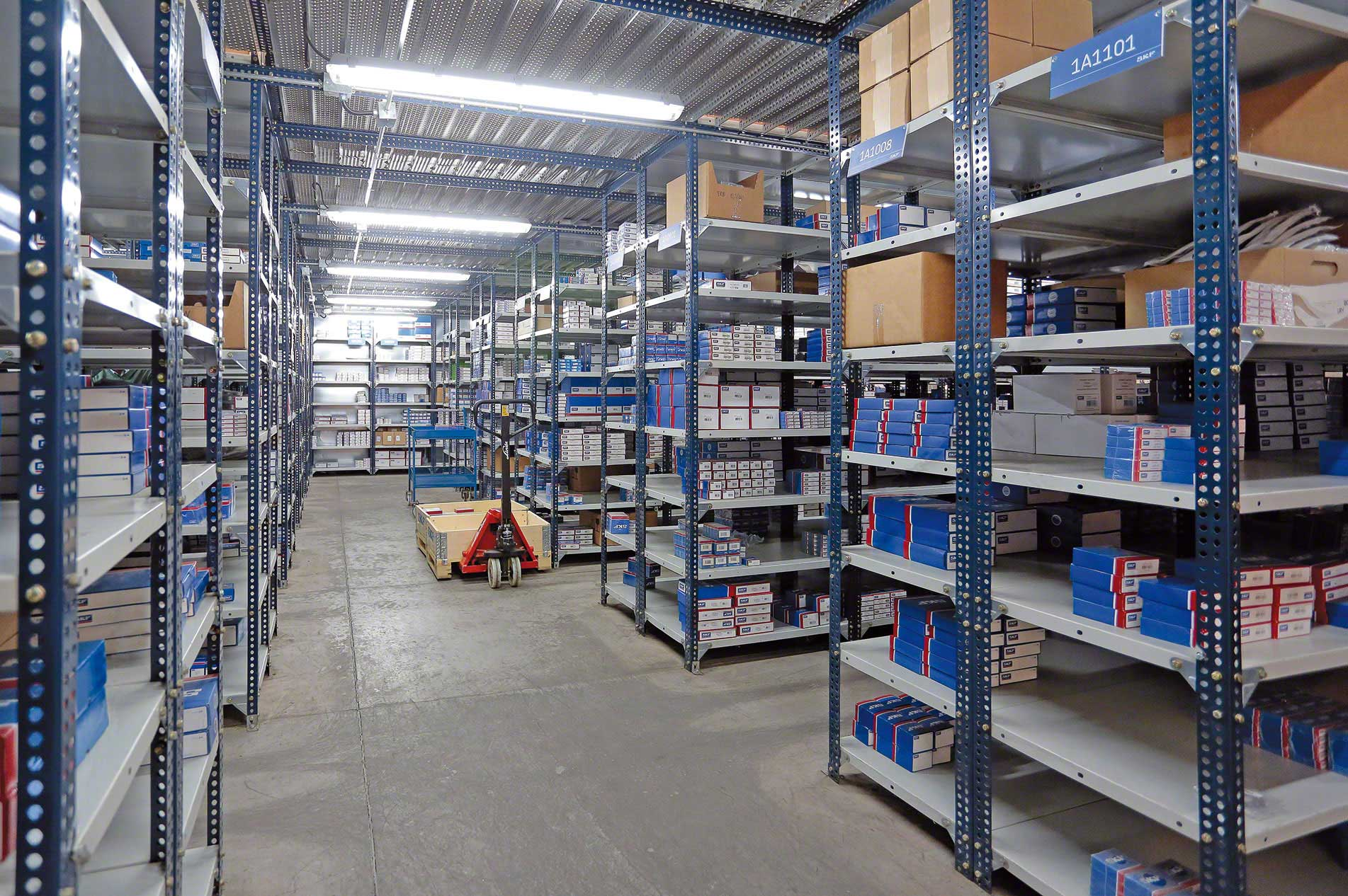 Slotted-angle shelving | Picking | www mecalux com