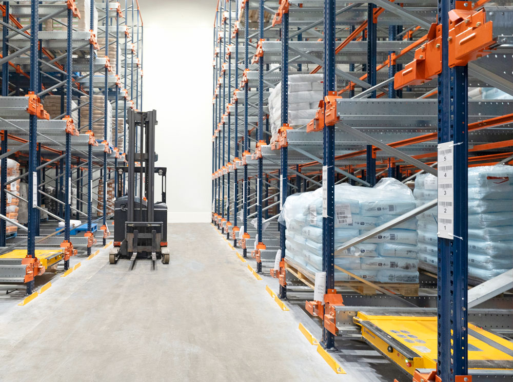The Pallet Shuttle is an ideal solution for warehouses with SKUs and up to eight meters in height