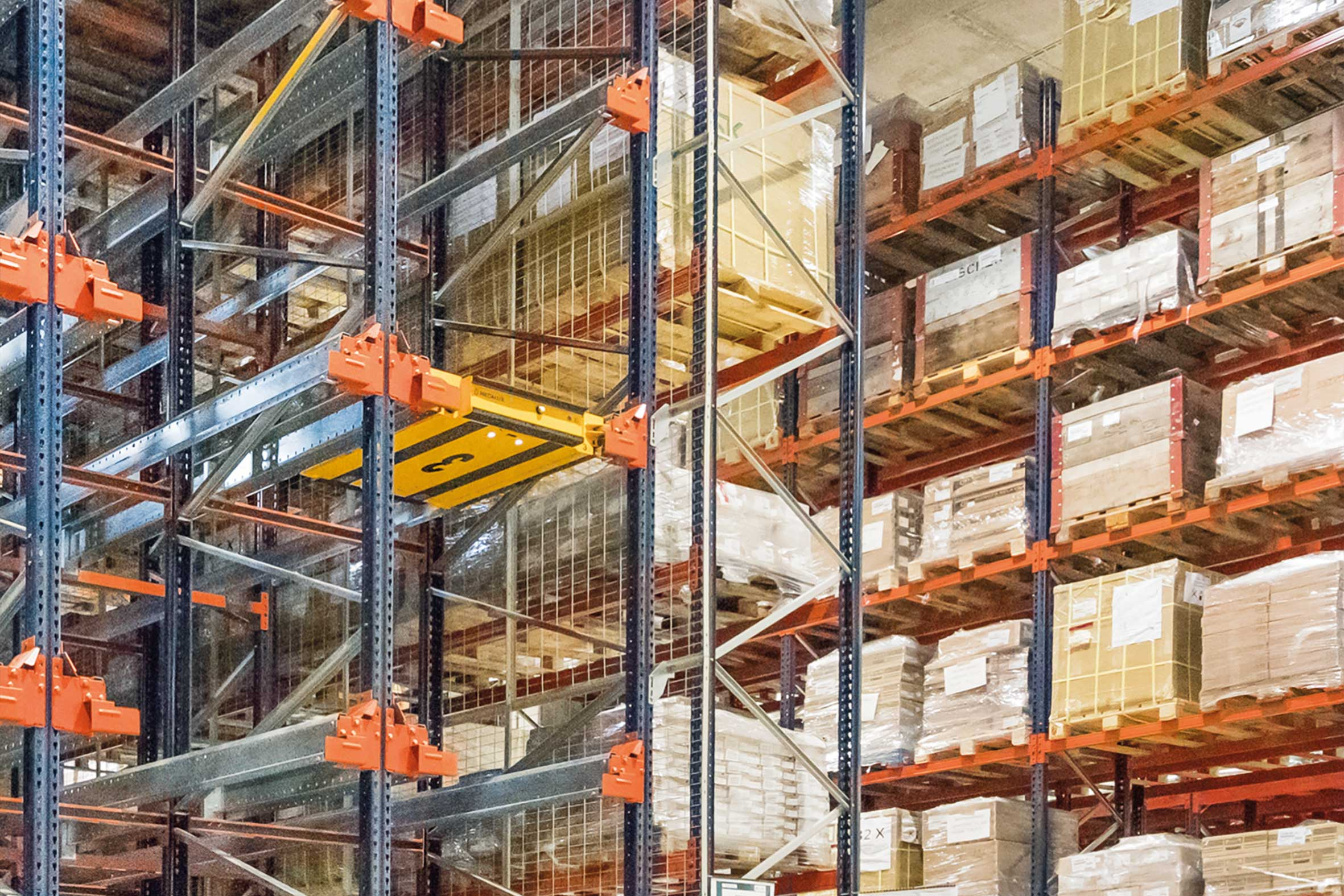 Pallet racks and Pallet Shuttle in the new MGI warehouse