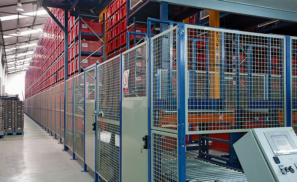 Unidroco has an automated miniload warehouse in their Barcelona logistics centre with capacity for more than 14,200 boxes