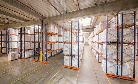 How do you organise goods in the warehouse based on turnover and volume?