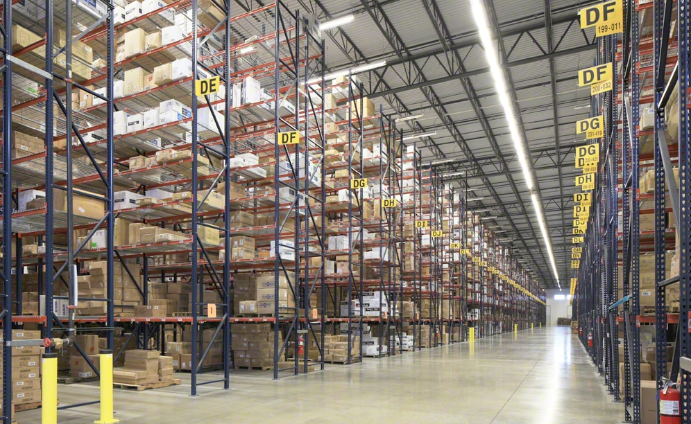 Pallet racking solves the space problems of clothing wholesaler SanMar in its distribution centre in Dallas