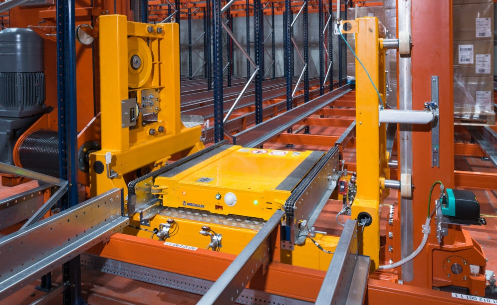 Mecalux designed and installed a high-density warehouse with the automatic Pallet Shuttle system with stacker cranes