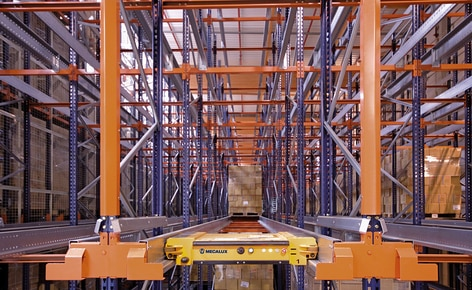 The high-density Pallet Shuttle system multiplies efficiency in the supply of medical devices